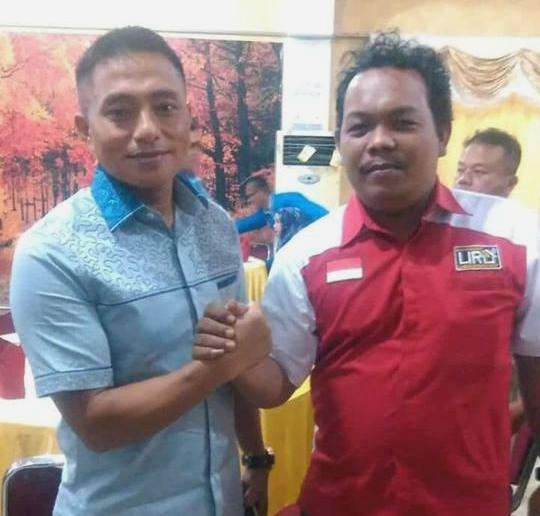 Walikota LIRA Nurmansyah (kanan) dan  Dandim 0207 Simalungun Robinson Tallupadang (kiri) foto bersama sesaat sebelum Diskusi Publik dimulai.