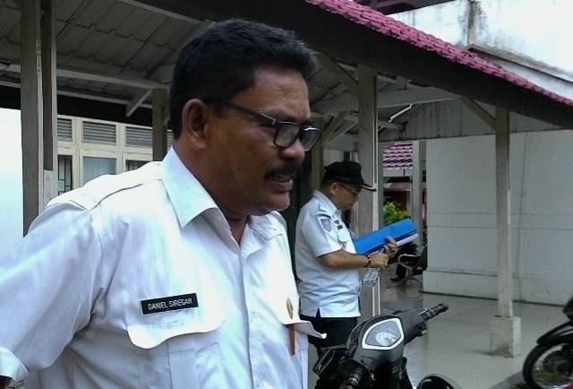 Kepala BPBD Kota Siantar, Daniel Siregar, seusai mengikuti rapat dengan Komisi III DPRD, Senin (26/9). (isiantar/nda).