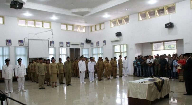 Suasana pelantikan pejabat eselon III dan IV di ruang data Pemko Siantar, Jumat (11/2/2019) lalu.