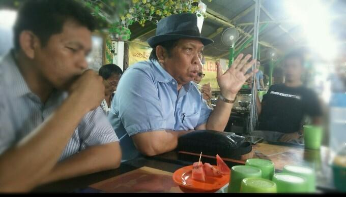 Anton Sihombing, mengenakan topi, saat konferensi pers, Sabtu (27/4/2019), di Siantar. (isiantar/nda).