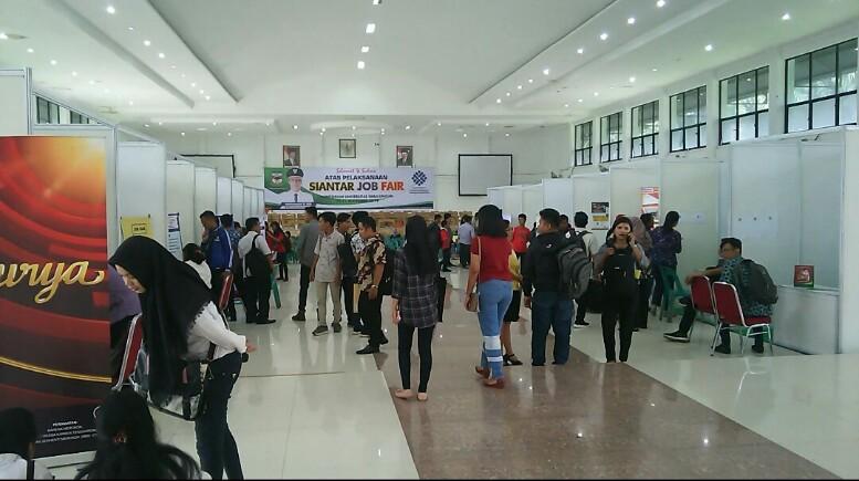 Suasana job fair yang digelar Disnaker Siantar di Auditorium USI, Jumat (20/9/2019). (isiantar/nda).