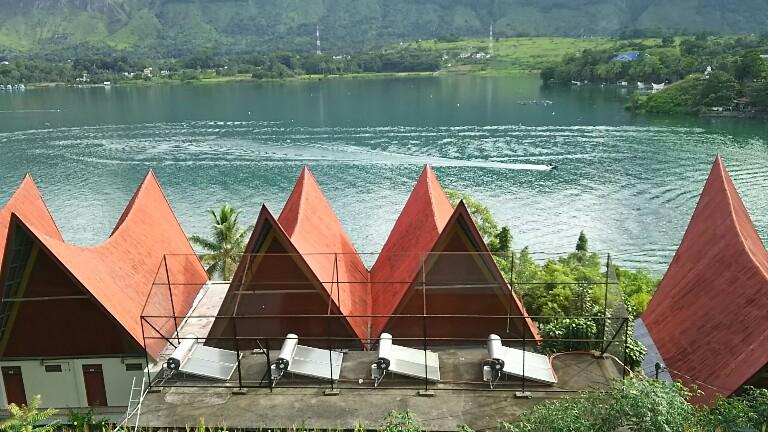 Salah satu spot pemandangan pantai di wilayah Tuktuk Siadong, Pulau Samosir.