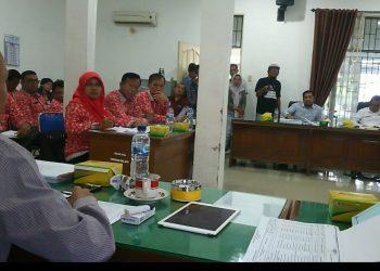 Suasana rapat kerja DPRD Komisi II DPRD dengan Disdik dalam rangka pembahasan R-APBD 2020, Kamis (14/11/2019). (isiantar/nda).