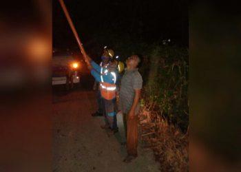 Perbaikan Trafo PLN di daerah Karangsari, Kamis (4/6) malam.