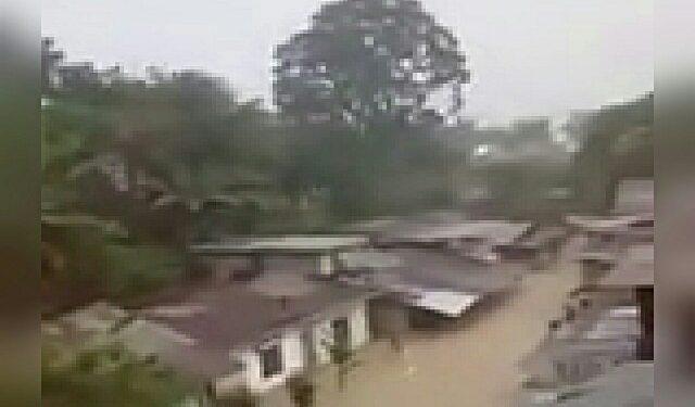 Rekaman banjir di salah satu titik di kota Siantar, Sabtu (11/7), yang diposting warga di media sosial.