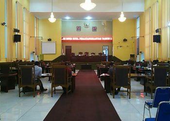 Suasana sidang paripurna persetujuan dan pengesahan Perda LKPJ Walikota Siantar TA 2019, di Gedung Harungguan, Selasa (28/7/2020). (isiantar/nda).