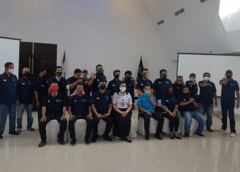 BNNK Pematangsiantar foto bersama dengan jurnalis siantar Penggiat Anti Narkoba usai acara pelantikan di Sapadia Hotel, Selasa (25/8).