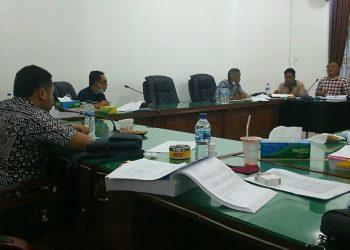 Suasana rapat Komisi III DPRD Siantar dengan Bappeda Siantar, Jumat (18/9) sore. (isiantar/nda).