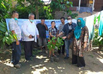 Tim LPPM USU meninjau lokasi pembangunan sumur resapan di Kelurahan Nagahuta, 15 Oktober 2020.