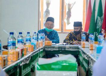 Ketua dan Sekretaris PD Muhammadiyah Kota Pematangsiantar saat menerima kunjungan silaturahmi Ir Asner Silalahi MT dan dr Susanti Dewayani SpA (PASTI), di Kantor PD Muhammadiyah, Jalan Merdeka Nomor 271, Kamis (8/10) pagi.