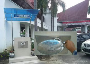 Stan air siap minum dengan kanopi biru tampak berdiri di halaman kantor BKD, kompleks Balai Kota, Rabu (16/12/2020). (isiantar/nda).