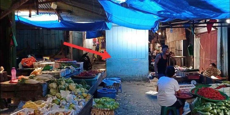 Satu unit bangunan kios baru tampak berdiri di perempatan koridor di dalam Pasar Dwikora. (isiantar/nda).
