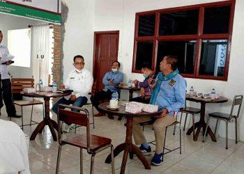 Hinca Panjaitan saat menyampaikan pandangannya tentang Perda Bantuan Hukum di acara Public Hearing yang digelar Konsorsium LBH Siantar-Simalungun, Sabtu (27/2/2019). (isiantar/nda).