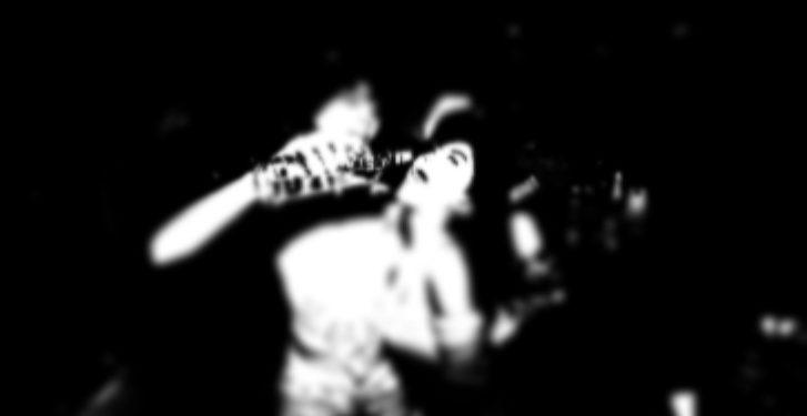 Ilustrasi seorang remaja tengah dicekoki minuman keras di sebuah diskotik.